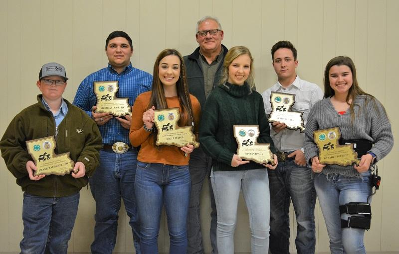 Sheriff with 2019 4-H Livestock Show seniors NEWSLETTER READY.jpg